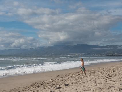 SantaMonica-Ocean-KidWithBucket-2