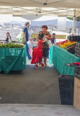 streetphotography-farmersmarket-customer-vendor-2