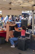 streetphotography-farmersmarket-mother&daughter-vendor-1