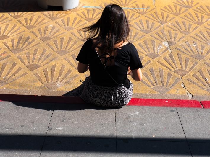 StreetPhotography-GrandCentralMarket-Girl-Pattern-1