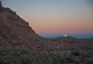Vegas-RedRocks-MoonRising-2